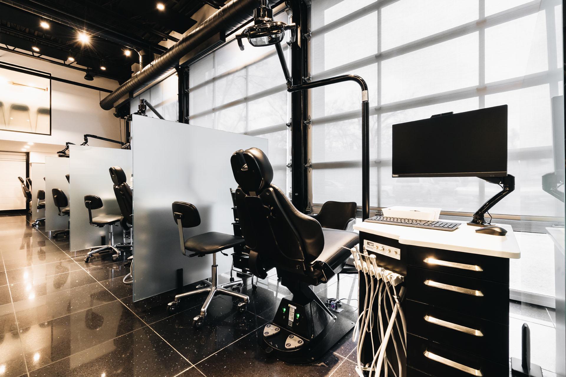Konigsberg Abikhzer – Image – Chairs